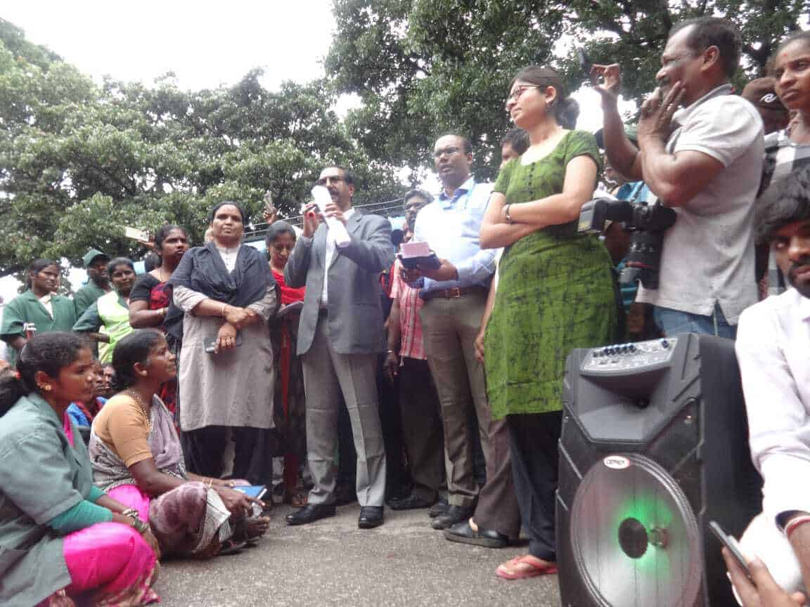 BBMP Commissioner, Shri. Anil Kumar B. H., along with Special Commissioner (SWM), Shri. Randeep Dev, who addressed the workers gathered outside the BBMP Office. Pic: BBMP Powrkarmikara Sangha